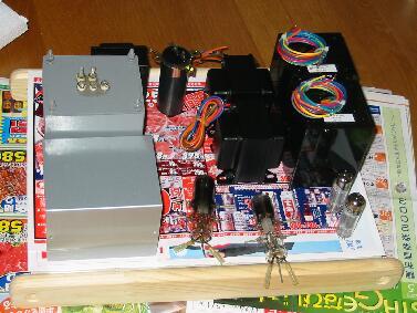 真空管アンプ製作のため、シャーシ上に部品を配置